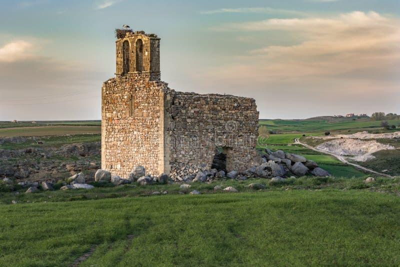 Ruïnes van de Kluis van San Medel in Valseca in de provincie van Segovia Steekproef van de ontvolking van het centrum van Spanje stock afbeeldingen
