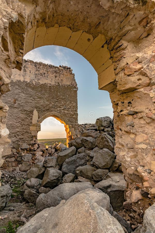 Ruïnes van de Kluis van San Medel in Valseca in de provincie van Segovia Steekproef van de ontvolking van het centrum van Spanje stock fotografie