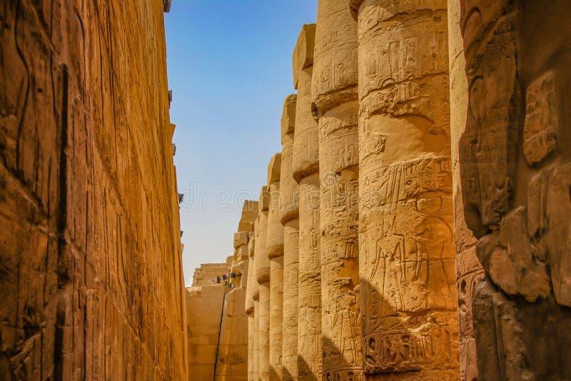 Ruïnes van de mooie oude tempel in Luxor Ruïnes van de centrale tempel van amun-Ra royalty-vrije stock afbeelding