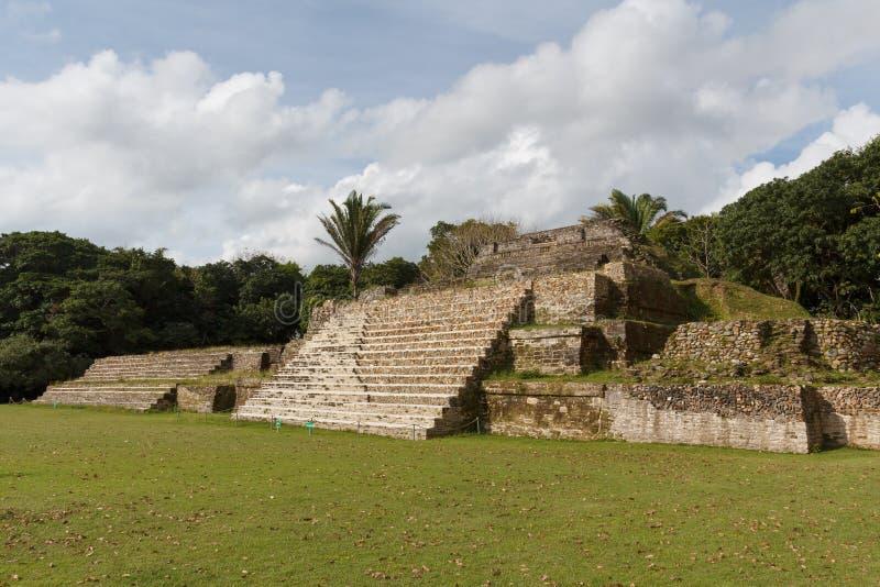 Ruïnes van de oude Mayan archeologische plaats Altun Ha stock foto's