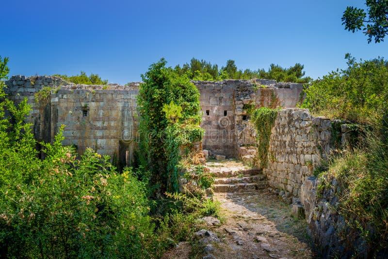 Ruïnes van de Ratac de oude vesting stock foto