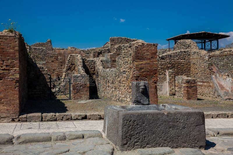 Ruïnes van de straten en de huizen in de oude stad van Pompei royalty-vrije stock afbeeldingen
