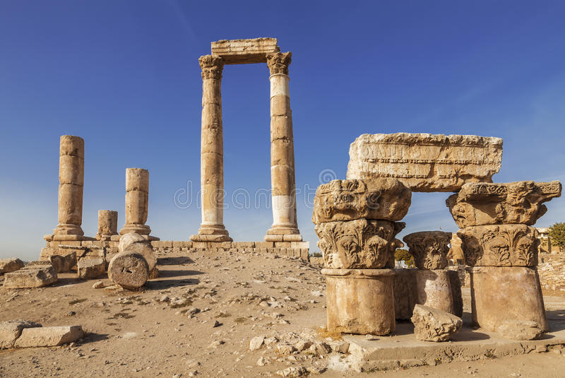 Ruïnes van de tempel van Hercules in de oude citadel, Amman royalty-vrije stock afbeelding