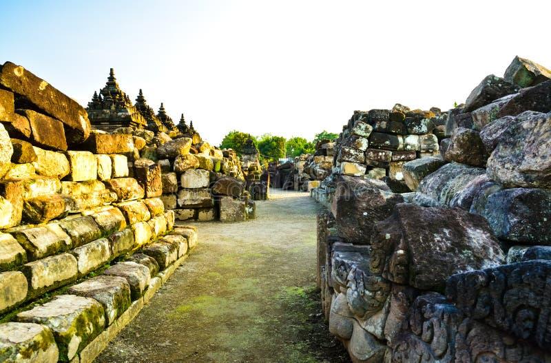 Ruïnes van de traditionele oude middeleeuwse tempel van de erfenissteen in Oost-Azië in een archeologisch complex stock foto's
