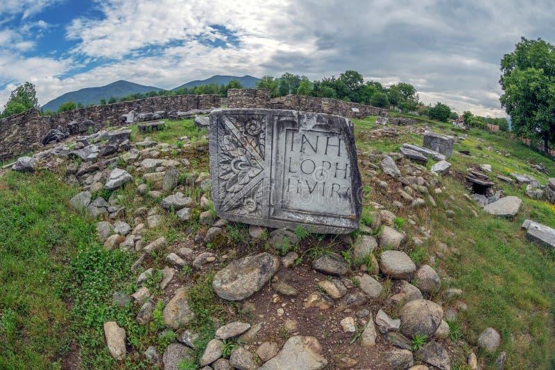 Ruïnes van de vesting van Ulpia Traiana Sarmizegetusa, Roemenië stock fotografie