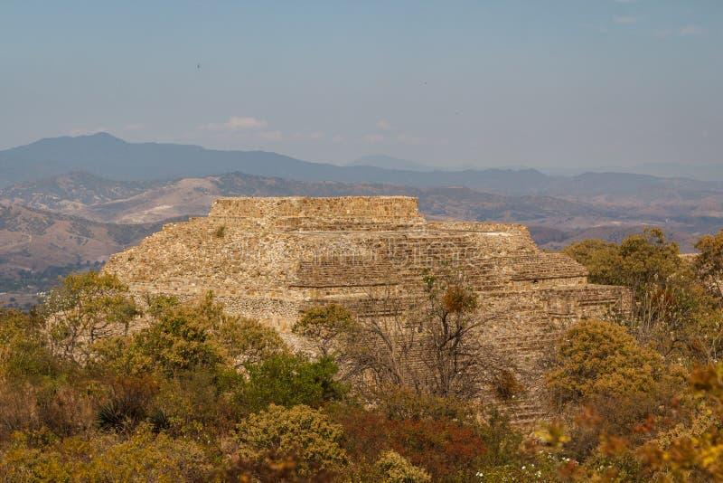 Ruïnes van de zapotec pre-Spaanse stad Monte Alban, Oaxaca stock afbeelding