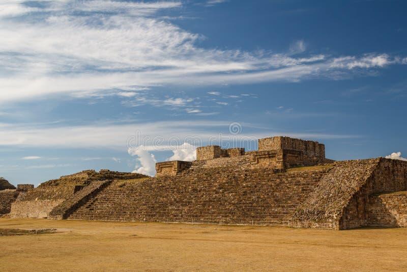 Ruïnes van de zapotec pre-Spaanse stad Monte Alban, Oaxaca royalty-vrije stock fotografie