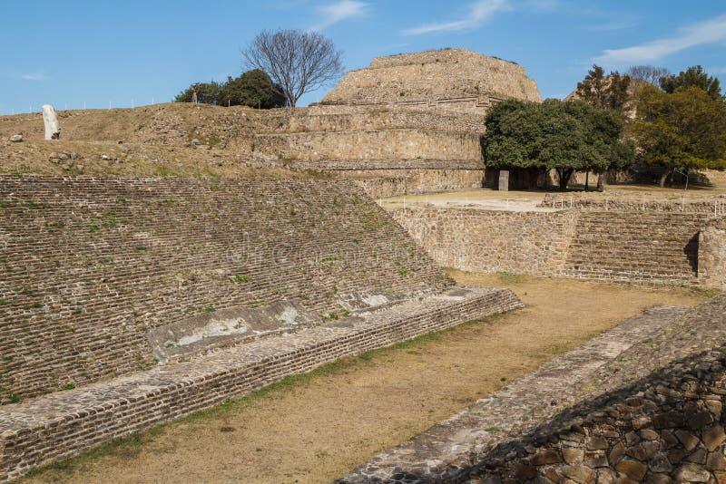 Ruïnes van de zapotec pre-Spaanse stad Monte Alban, Oaxaca stock afbeeldingen
