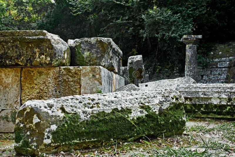 Ruïnes van Dorische tempel bij het Park van Mon Repos, Korfu royalty-vrije stock fotografie