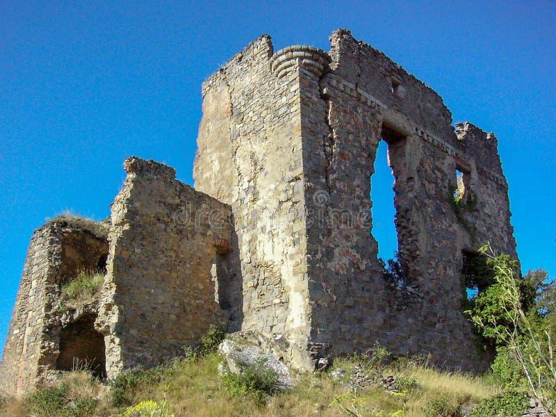Ruïnes van een oud kasteel in zuiden-Frankrijk royalty-vrije stock fotografie