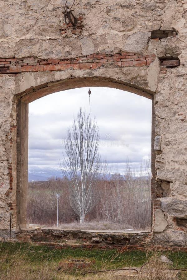 Download Ruïnes Van Een Oude Fabriek Stock Afbeelding - Afbeelding bestaande uit industrieel, vernietiging: 29510157