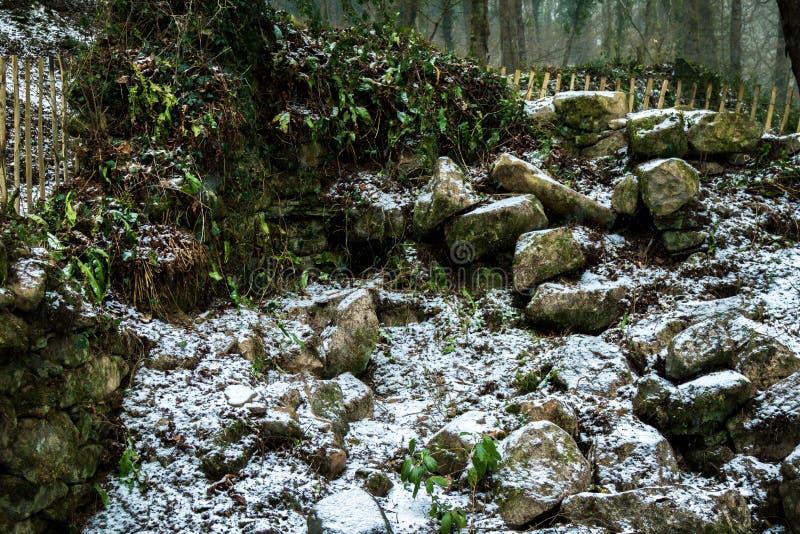 Ruïnes van een oude steen die op Dartmoor voortbouwen royalty-vrije stock afbeelding
