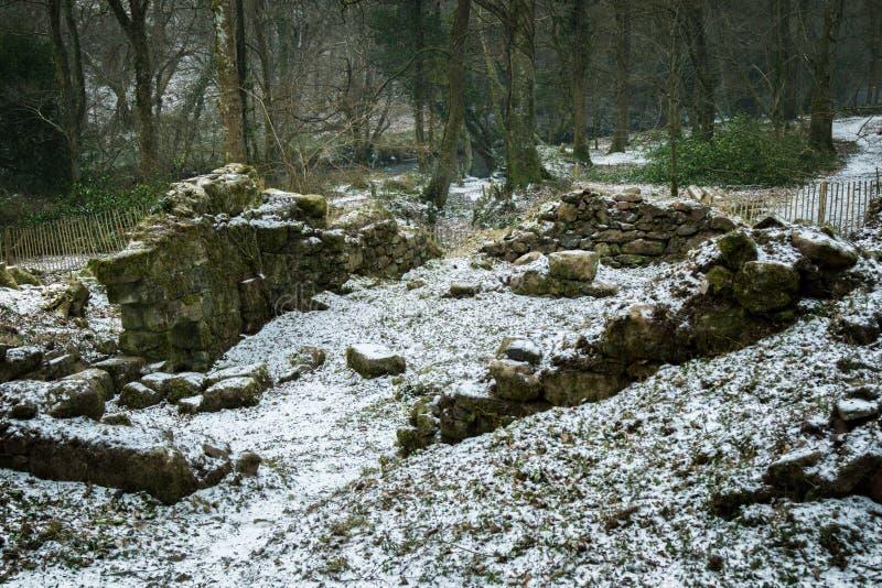 Ruïnes van een oude steen die op Dartmoor voortbouwen royalty-vrije stock fotografie