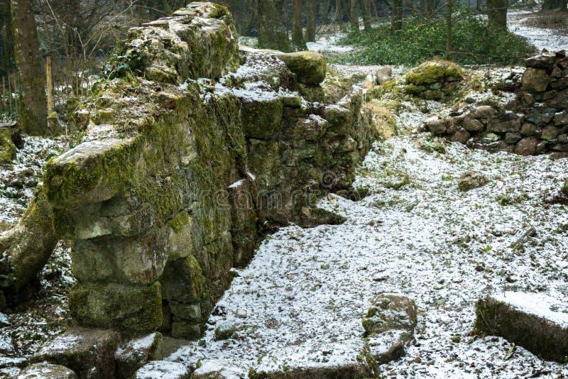 Ruïnes van een oude steen die op Dartmoor voortbouwen royalty-vrije stock foto's
