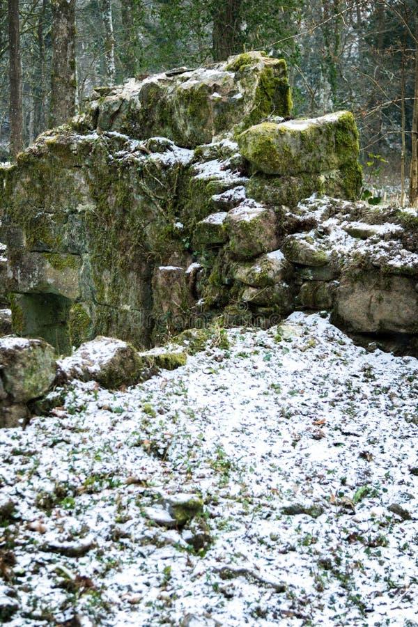 Ruïnes van een oude steen die op Dartmoor voortbouwen stock afbeelding
