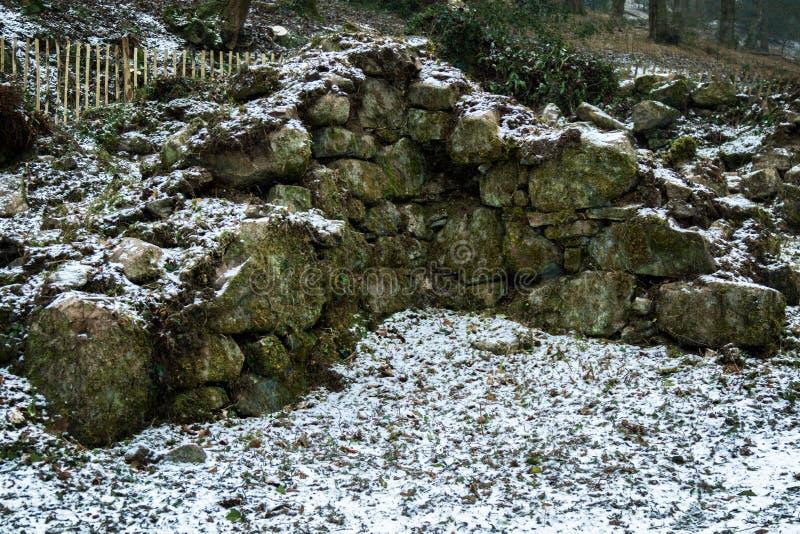 Ruïnes van een oude steen die op Dartmoor voortbouwen royalty-vrije stock foto