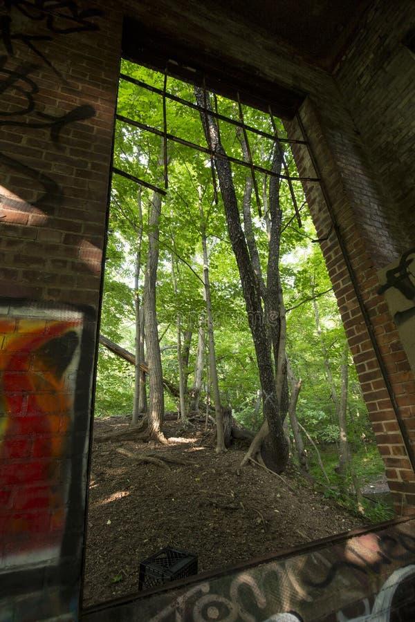 Ruïnes van elektropost op Hockanum-Rivier in Manchester, Connecticut stock afbeelding