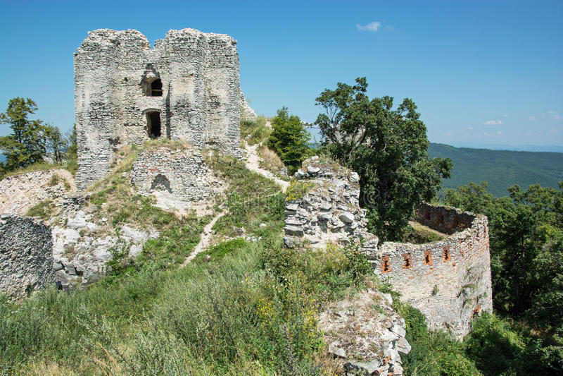 Ruïnes van het kasteel Gymes in Slowakije royalty-vrije stock afbeelding