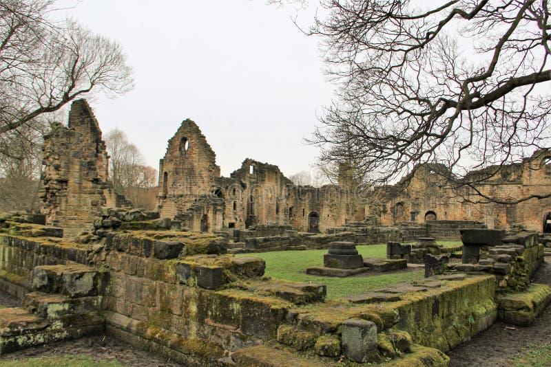 Ruïnes van historische Kirkstall-Abdij in Leeds royalty-vrije stock fotografie
