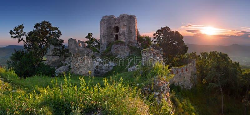 Ruïnes van kasteel Gymes stock fotografie