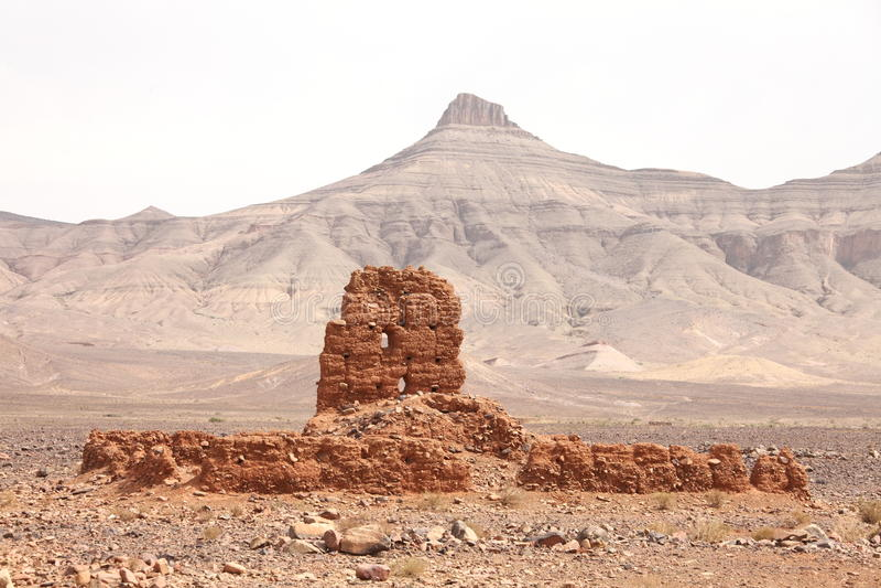 Ruïnes van klei de bouw dichtbij Atlasbergen royalty-vrije stock fotografie