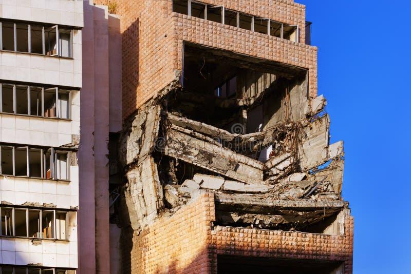 Ruïnes van Ministerie van Defensie de Bouw van de NAVO het Bombarderen royalty-vrije stock afbeeldingen