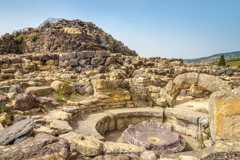 Ruïnes van nuraghe Su Nuraxi dichtbij Barumuni in Sardinige stock fotografie