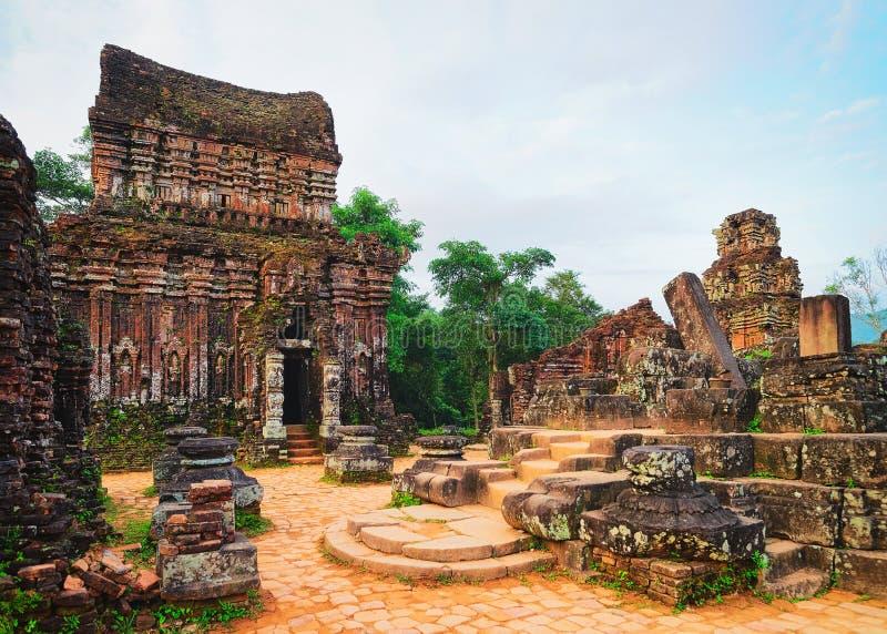Ruïnes van Oude Hindoese tempel bij Mijn Zoon Vietnam stock foto's