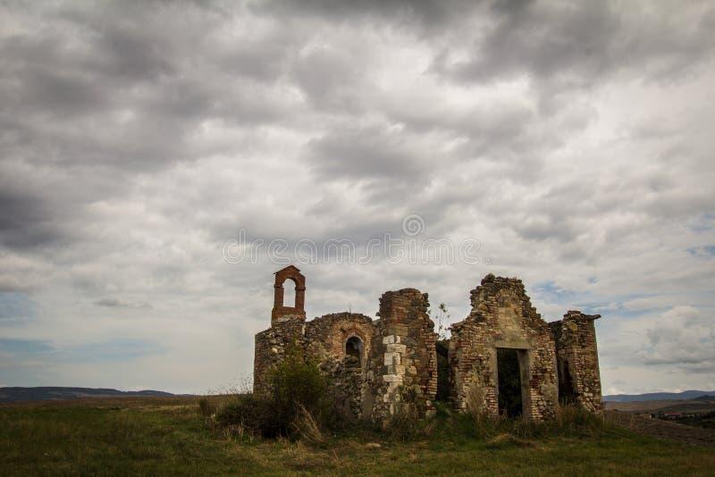 Ruïnes van oude kerk in Val-d'Orcia, Toscanië royalty-vrije stock fotografie