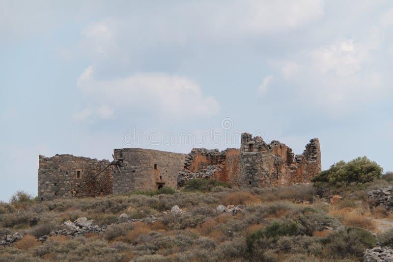 Ruïnes van oude korenmolen of windmolen, Kreta, Griekenland royalty-vrije stock afbeeldingen