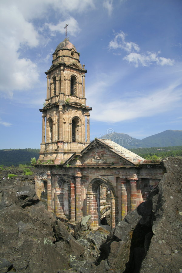 Ruïnes van Parangaricutiro_2 stock afbeelding