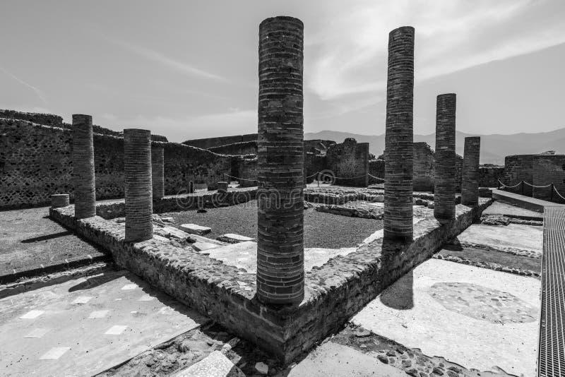 Ruïnes van Pompei, Italië in zwart-wit royalty-vrije stock afbeeldingen