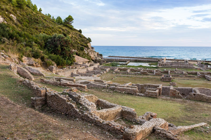 Ruïnes van Tiberius-villa in Sperlonga, Lazio, Italië stock fotografie