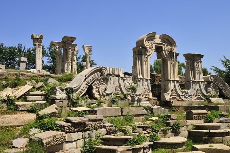 Ruïnes van Yuanmingyuan in China stock foto