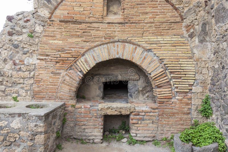 Ru?nas de uma padaria na cidade romana antiga de Pompeii, It?lia foto de stock royalty free