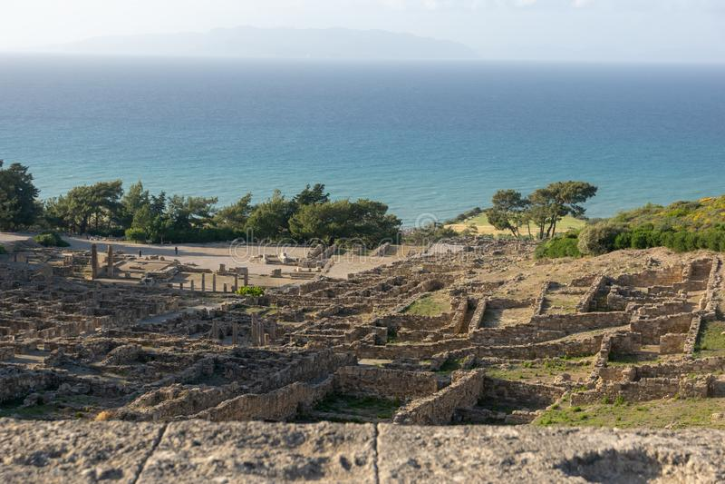 Ru?nes van de oude Akropolis van Kamiros op Rhodos stock foto