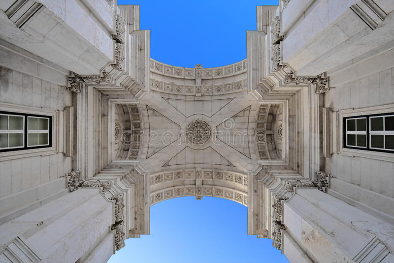 Download Rua奥古斯塔曲拱在里斯本 库存照片. 图片 包括有 地标, 凯旋式, 天空, 下面, 游人, 里斯本, 葡萄牙 - 72354906