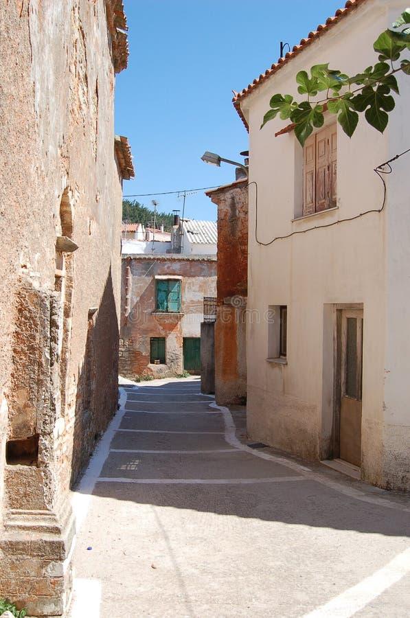 Rua abandonada pequena em Greece fotografia de stock royalty free