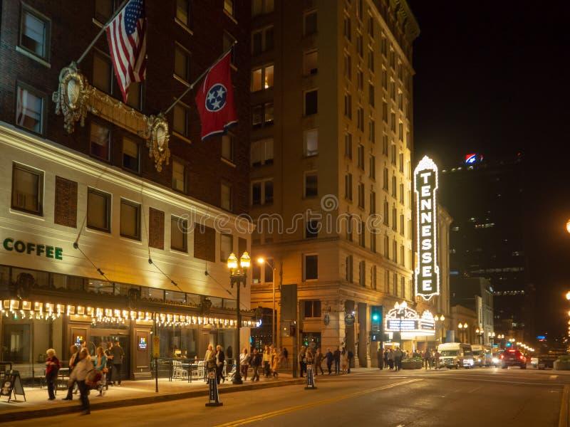 Rua alegre, Knoxville, Tennessee, Estados Unidos da América: [Vida noturna no centro de Knoxville] fotografia de stock royalty free