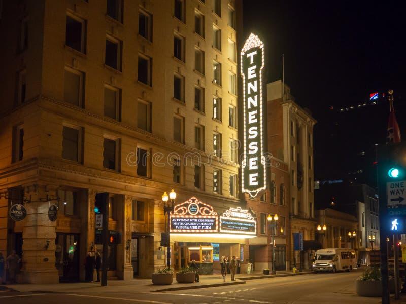Rua alegre, Knoxville, Tennessee, Estados Unidos da América: [Vida noturna no centro de Knoxville] fotos de stock