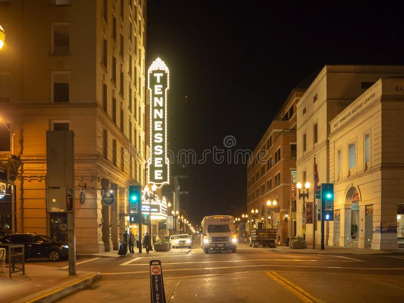 Rua alegre, Knoxville, Tennessee, Estados Unidos da América: [Vida noturna no centro de Knoxville] fotografia de stock royalty free