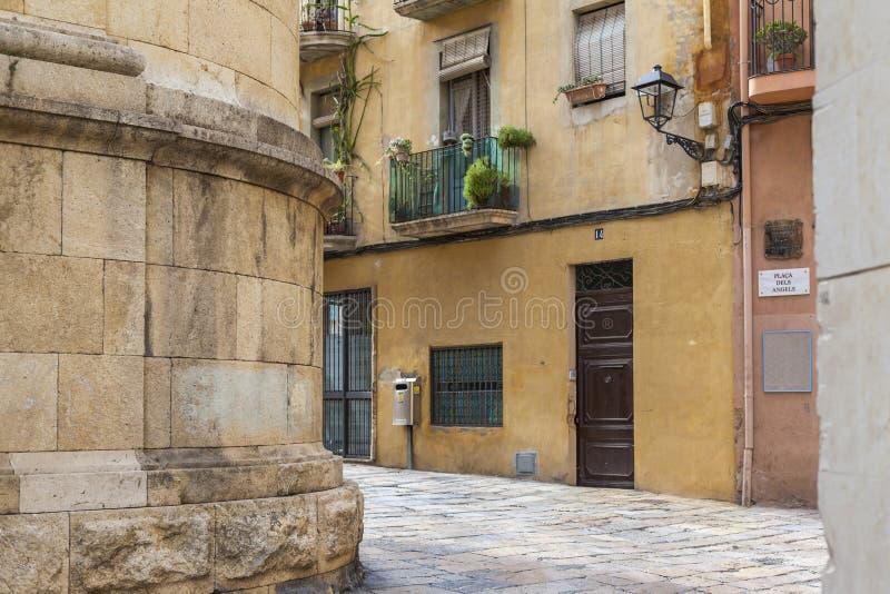 Rua antiga no centro histórico, Tarragona fotos de stock