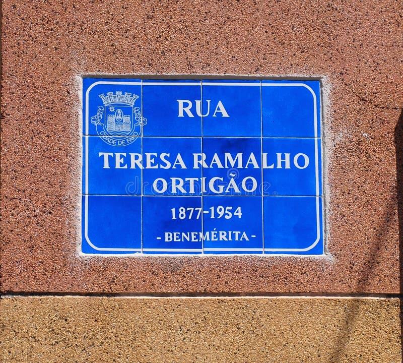 A rua assina dentro Faro Portugal imagem de stock royalty free