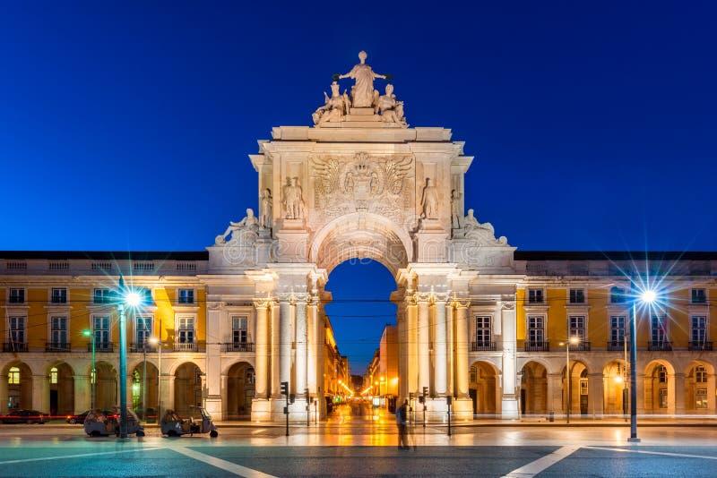 Rua Augusta Arch a Lisbona Portogallo alla notte immagini stock