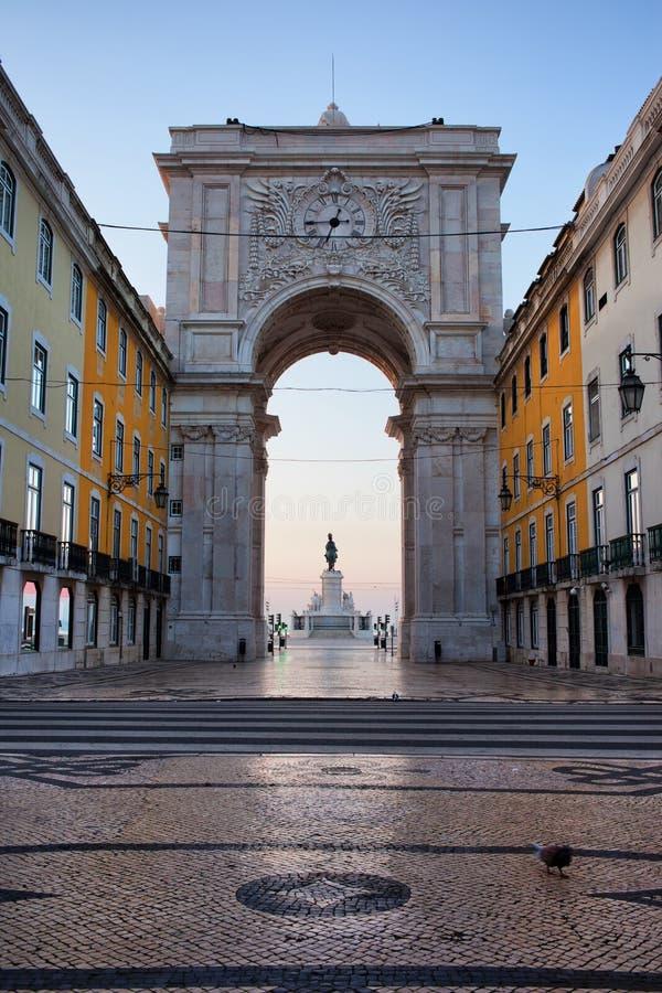 Rua Augusta Arch på gryning i Lissabon arkivfoto