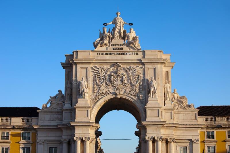 Rua Augusta Arch på soluppgång i Lissabon royaltyfri fotografi
