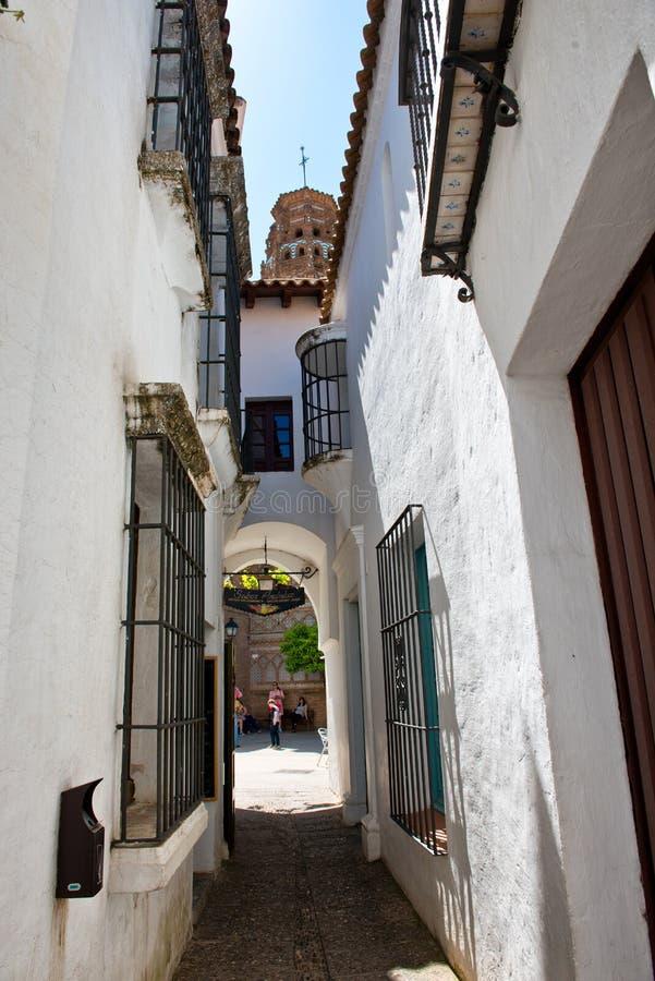 Rua branca do estilo da Andaluzia em Poble Espanyol imagem de stock