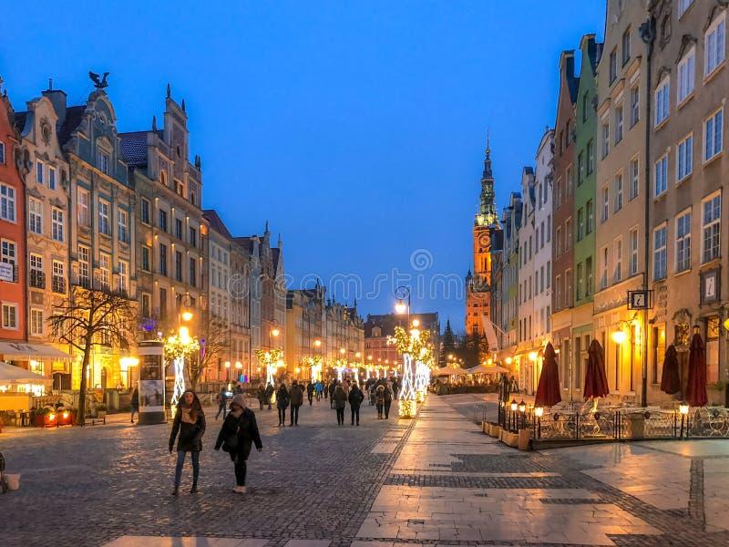 Rua central de Dlugi Targ em Gdansk polonês durante a estação do Natal fotos de stock