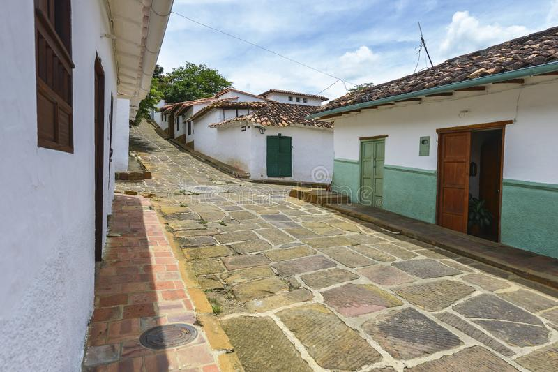 Rua colonial típica em Barichara, Colômbia fotos de stock