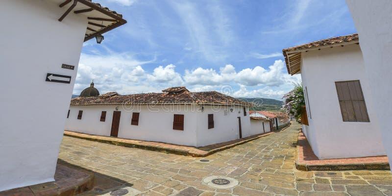 Rua colonial típica em Barichara, Colômbia imagem de stock